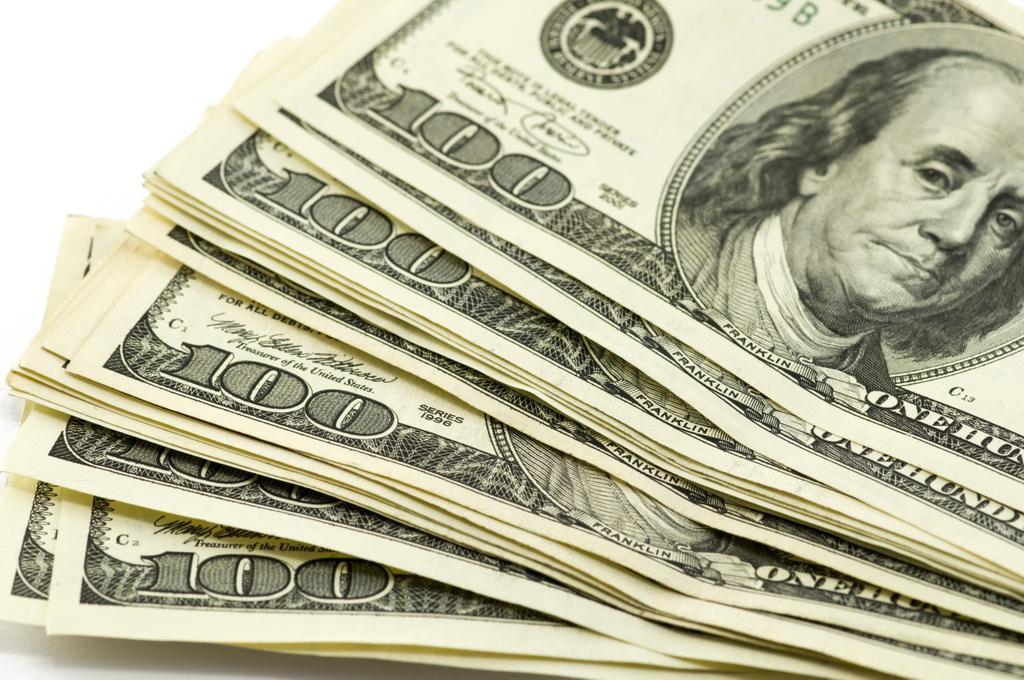 الدولار يرتفع بدعم من عائدات السندات الامريكية