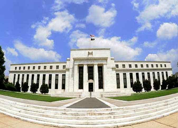 الأسواق تترقب البنك المركزي الأمريكي لتوضيح السياسات، والذهب يتراجع
