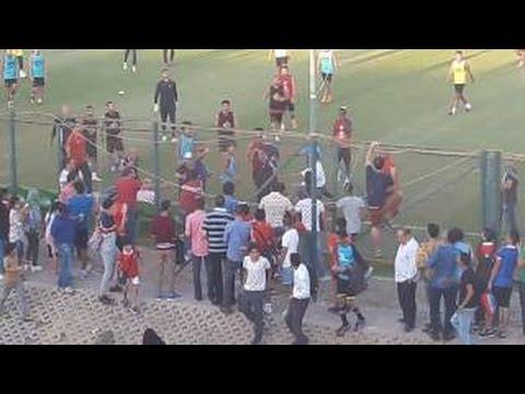 بالفيديو: اقتحام التراس اهلاوي لتمرين النادي الاهلي والتعدي علي اللاعبين