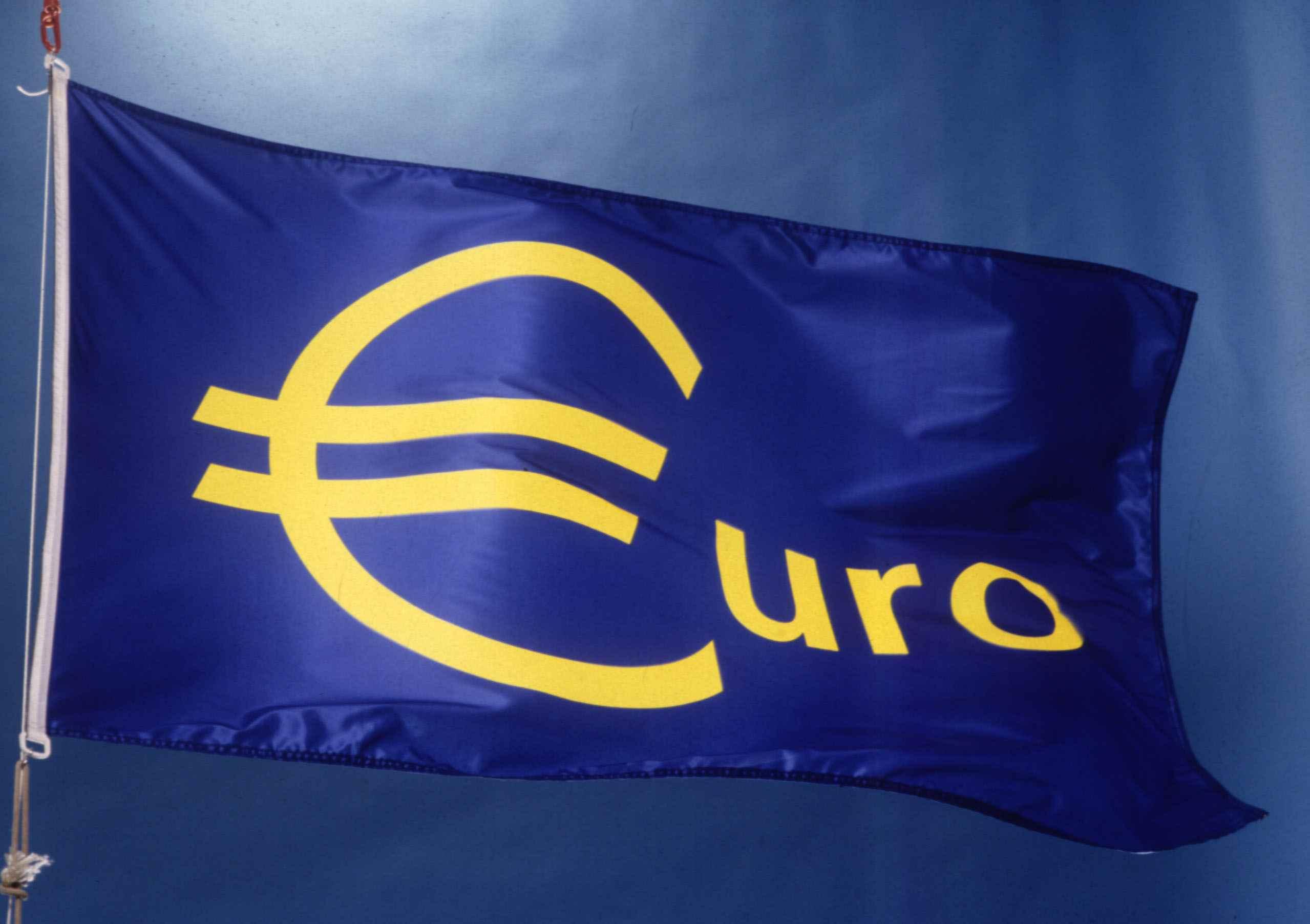 اليورو يصل لأعلى مستوياته منذ نوفمبر بفعل أرقام التضخم