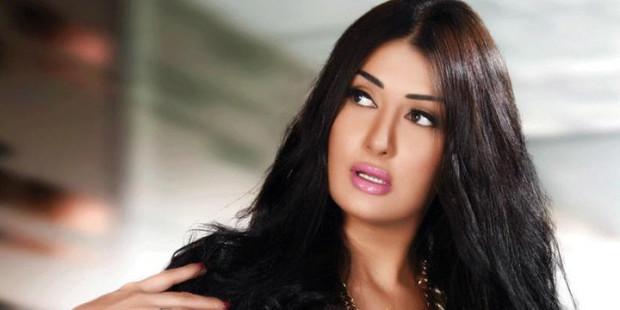 """دعوى قضائية ضد الفنانة غادة عبد الرازق بسبب وضع قدمها علي """"الإنجيل"""